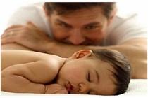Los futuros padres pendientes de la ampliación del permiso de paternidad en abril de 2019.