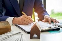 No pueden ejercer como abogados los notarios en activo