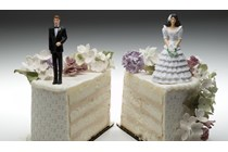 La AP de A Coruña condena a un divorciado a seguir pagando la pensión a su exmujer casada por segunda vez.