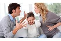 Revocada una custodia compartida por la extensa jornada laboral de uno de los padres.