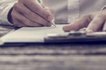 Un notario es funcionario público del Estado y no es posible compatibilizar jubilación activa con actividad notarial.