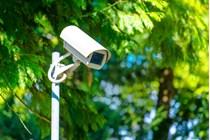 Condena a una empresa por orientar sus cámaras de vigilancia hacia una finca colindante