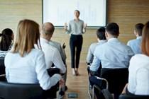 La participación en eventos comerciales fuera de jornada constituye tiempo de trabajo.