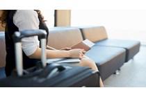 Condena a una aerolínea que obligó a una pasajera a pagar por llevar una maleta de mano en la cabina