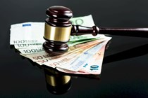 Indemnización de 20.000 euros por no convocar en plazo una oferta pública de empleo
