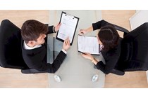 Los trabajadores de ETT deben cobrar la paga de beneficios como los trabajadores de la empresa usuaria.