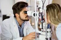 Operarse en una clínica privada la presbicia e hipermetropía puede originar derecho a IT