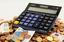 La DGT aclara cómo debe ejecutarse el embargo de salario cuando el trabajador causa baja a mitad de mes.
