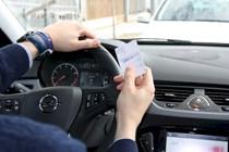 Es delito conducir con el permiso de otro país, si se han perdido los puntos del carnet español