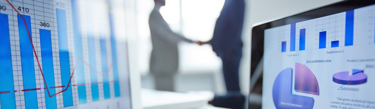 ¿Quién debe contratar a un perito, el abogado o el cliente?