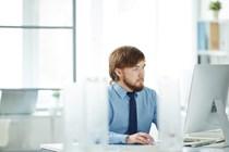 TSJ Andalucía: Un uso masivo de internet con fines personales no justifica la procedencia del despido.